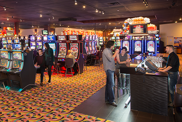 Slots, Bar and Customers